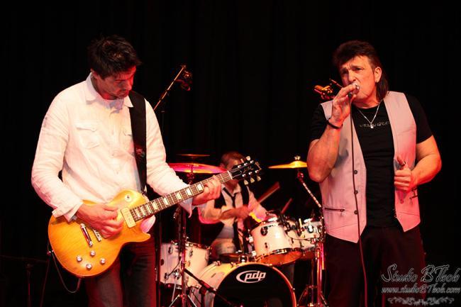 CARLO FRAIOLI en scène avec ses musiciens